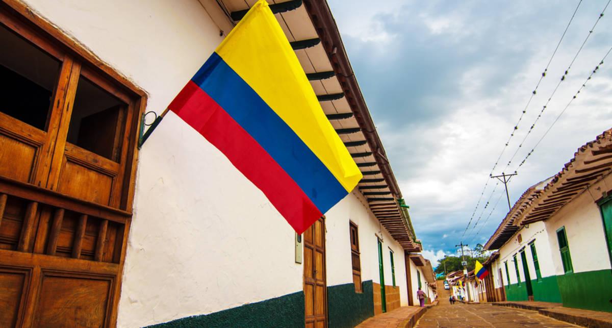 Комендантский час и запрет WhatsApp: В Колумбии начали войну со злыми духами
