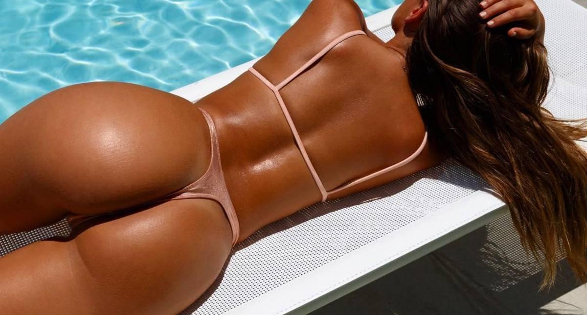 Фигуристая модель София Ямора показала сексуальные фото в бикини