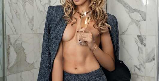 «Богиня ламината» Леся Никитюк снялась в пикантной фотосессии
