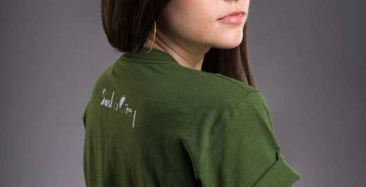 Вспомнила о карьере: Саша Грей прорекламировала свой бренд одежды