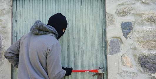 """""""Маша и медведь"""" наоборот: парни ограбили дом и притворились спящими жильцами"""
