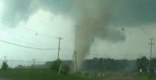 Злая стихия: торнадо убивает Америку