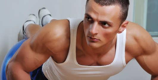 Как отжиматься: качаем грудь и плечи