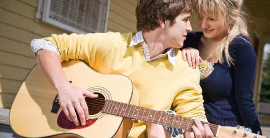 Почему девушки спят с гитаристами?