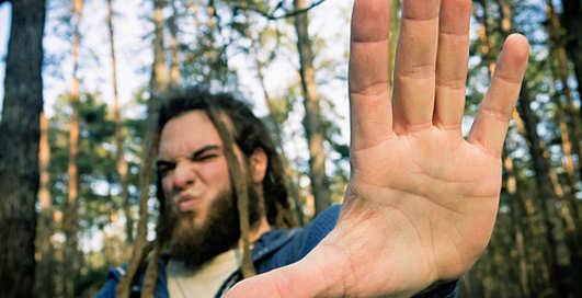 Неловкость рук: узнаем недуги по ладоням