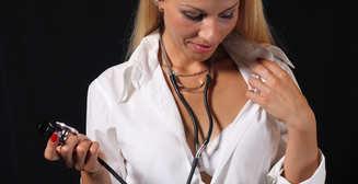 Пятничный секс: соблазни медсестру