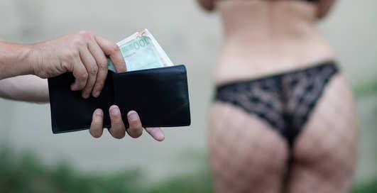 Украинцы голосуют за легальную проституцию