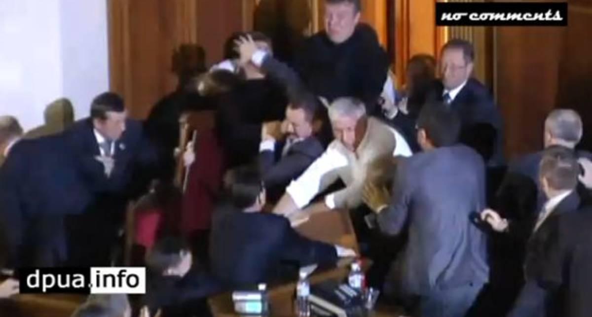 Драчуны-миллионеры: парламентская бойня (видео)