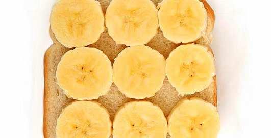 Воскресный завтрак: Тосты с бананом и сардинами