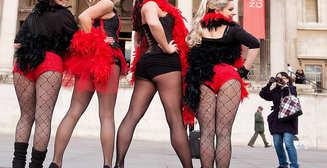 Раздетые танцовщицы прошлись по Лондону