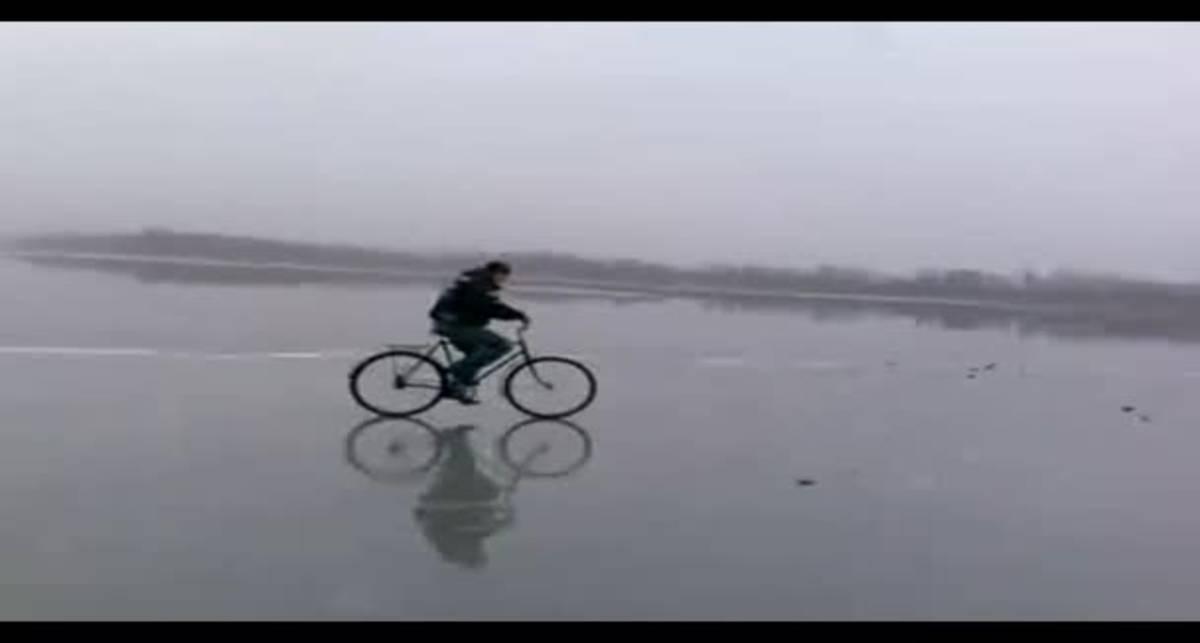 По-мужски: велопробег на льду