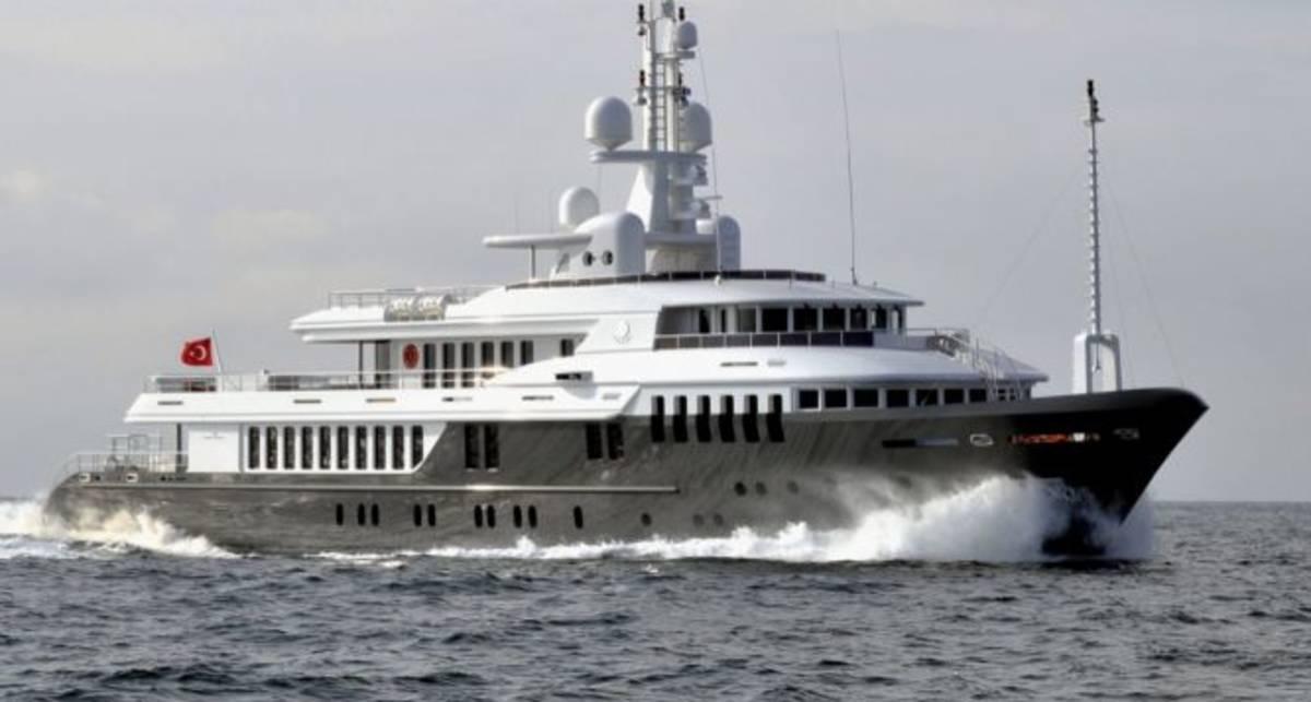 Медведеву купили супер-яхту за 30 миллионов евро