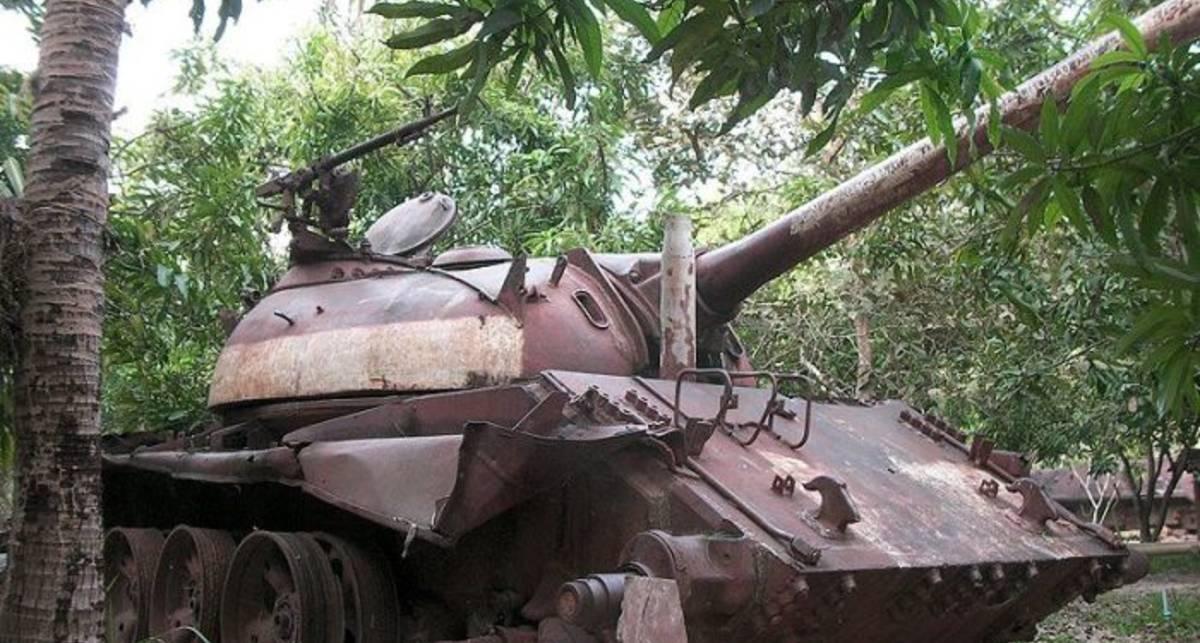 Ржавое эхо войны: брошенные танки в Камбодже