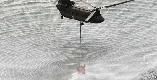 Тушите свет: пожарный вертолет заливает реактор