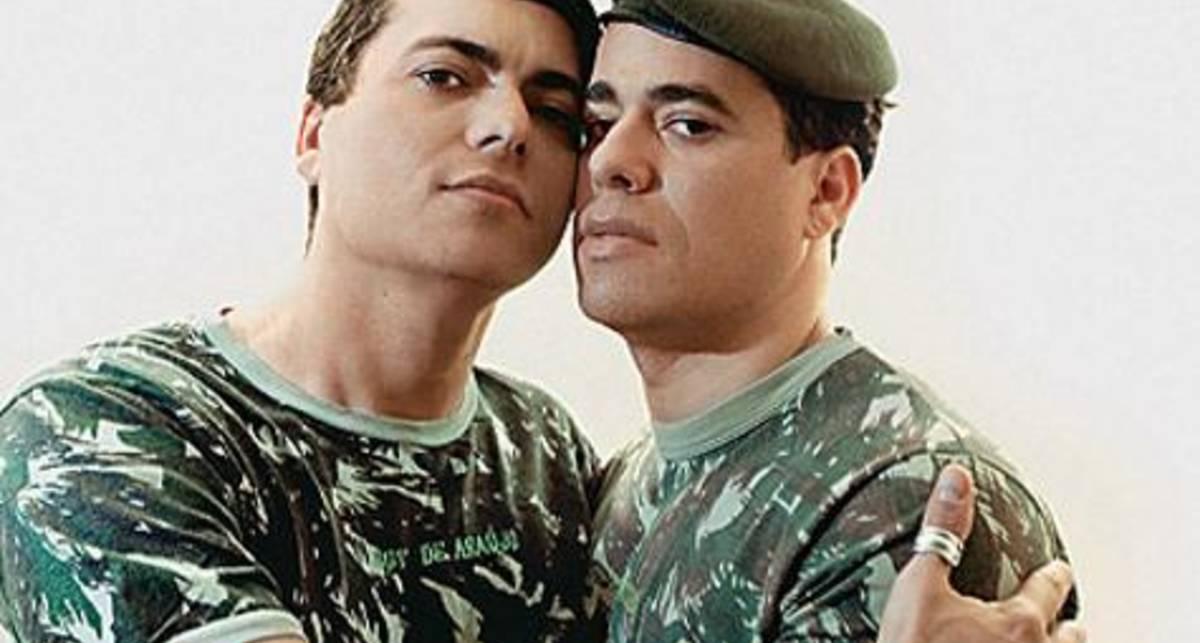 Пентагон учит общаться с солдатами-геями
