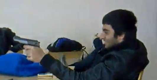 Кавказец достал на уроке пистолет