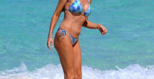 Ягодка Чарли Шина: бикини и Багамы