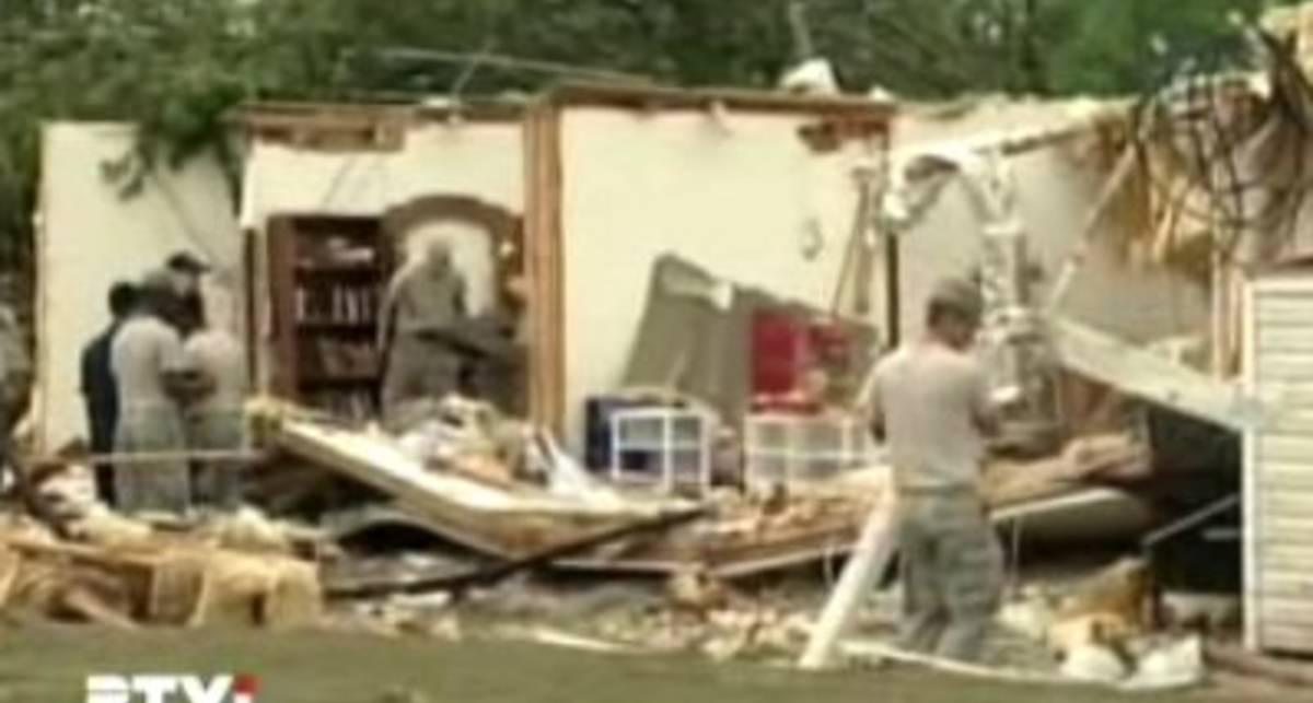 Торнадо и наводнение накрыли США