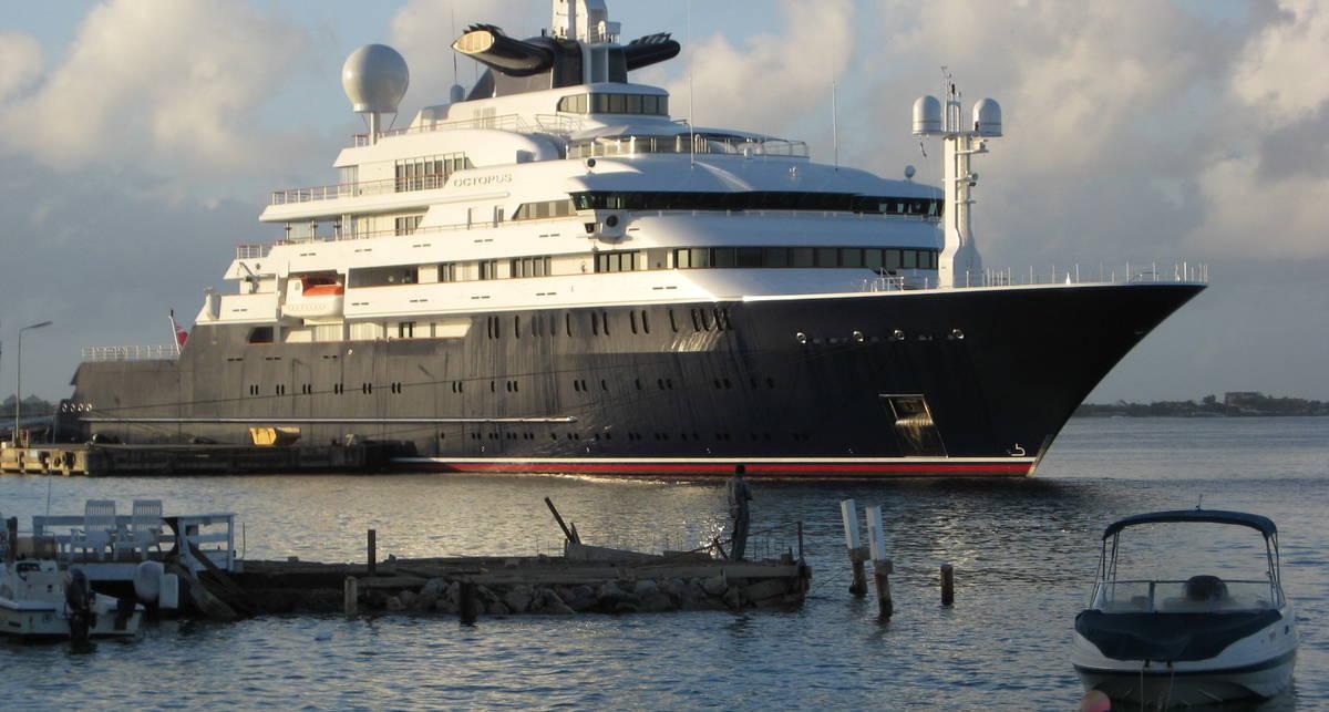 Абрамович приплыл: олигарха унизили яхтой