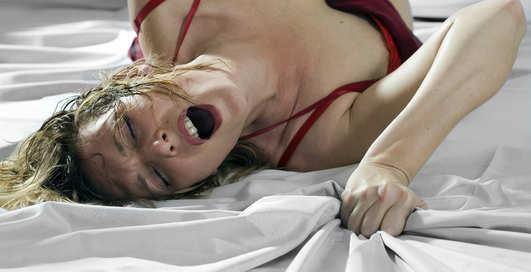 Вопли во время секса: зачем она ТАК кричит?