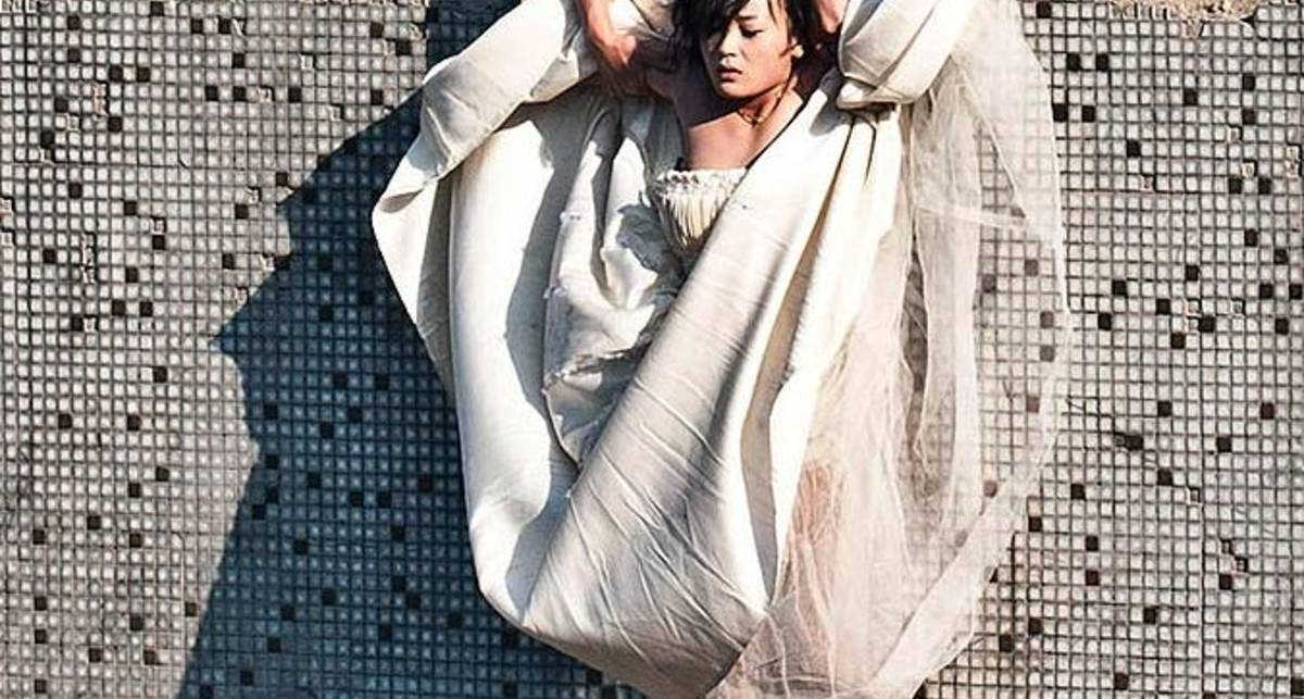 Китаец бросил невесту из окна