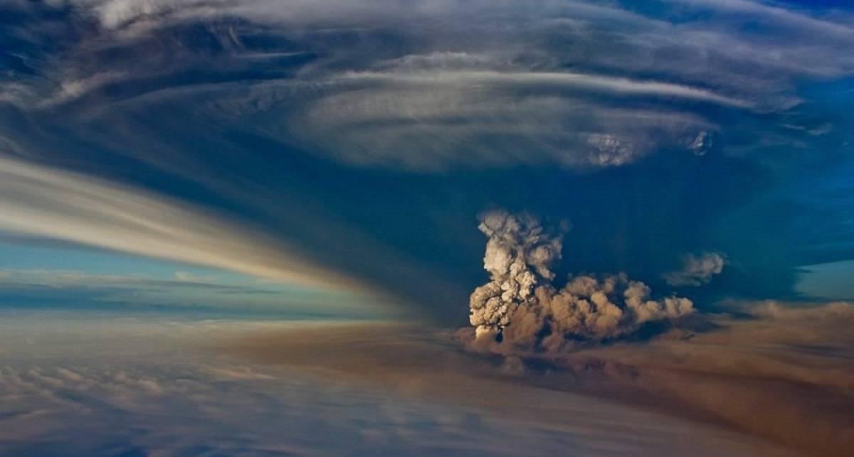 Дым и пепел: в Исландии пылает вулкан