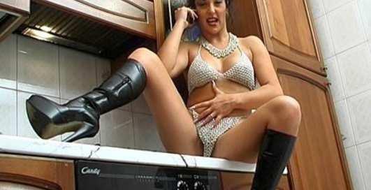Грудь порнозвезды спасет Стросс-Кана