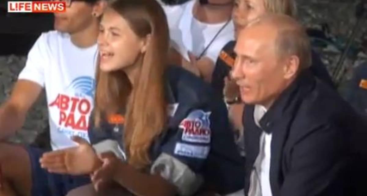 Путин спел Пугачеву под гитару