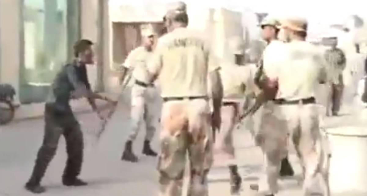 ШОК: Солдаты Пакистана расстреляли безоружного