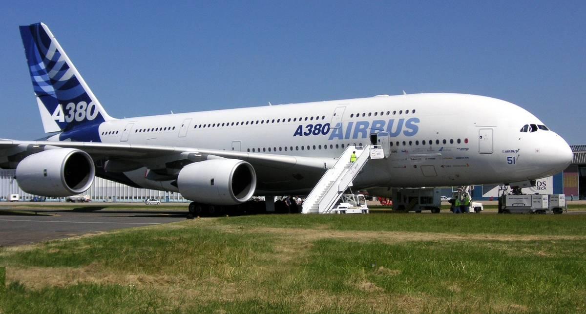 Гигант-самолет А380 чуть не снес аэропорт