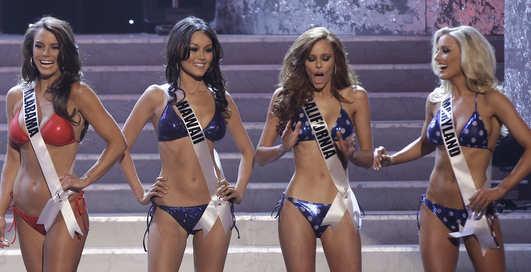 Мисс США-2011: купальники, на выход!