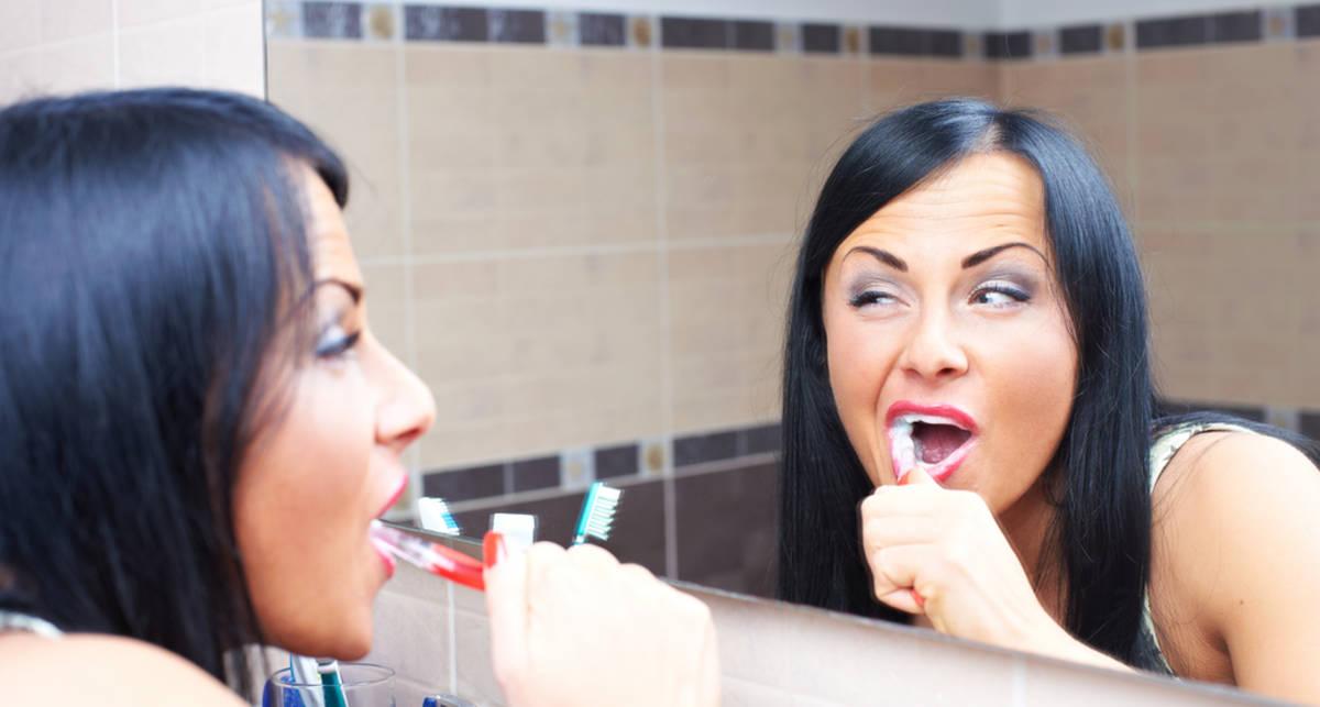 Как заставить ее почистить зубы?