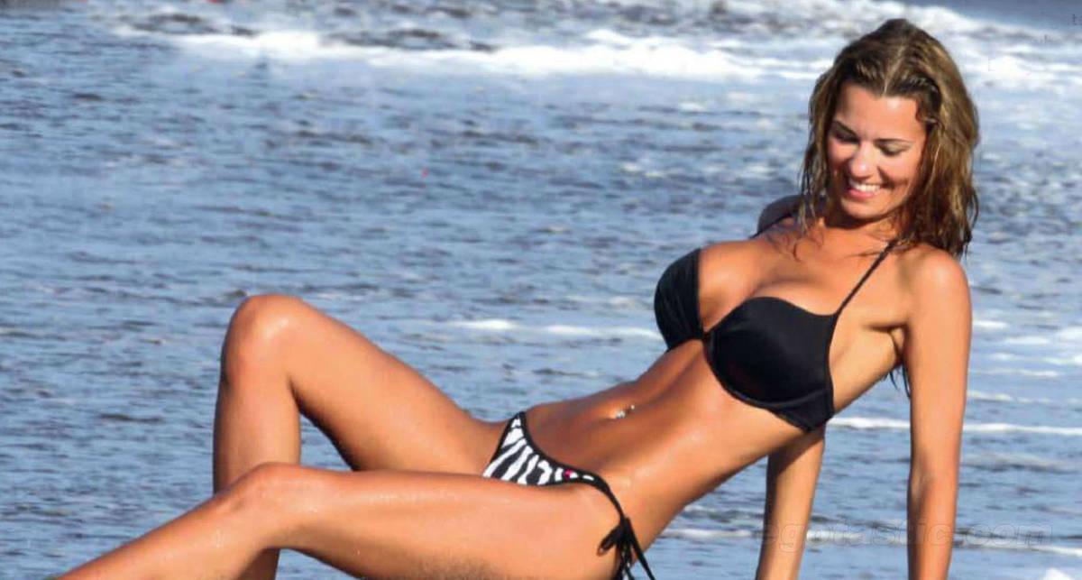 Ау, папарацци: мисс Ливерпуль на пляже