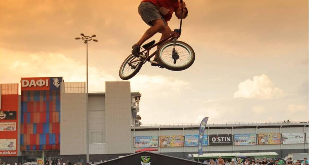 Экстрим-шоу: летающие велосипеды Харькова
