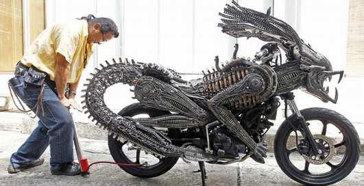 Зловещий байк: не мотоцикл, а зверь!