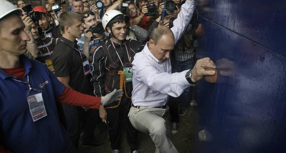 Путин гнул сковородки и лазил по стенам