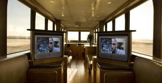 Мужская берлога: мобильный дом Эштона Катчера