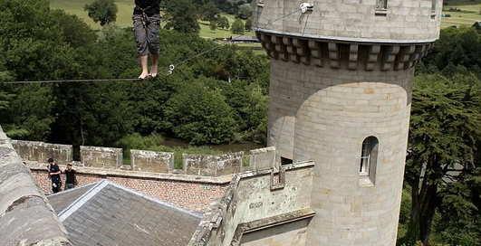 Рискуем: от замка к замку - на веревке