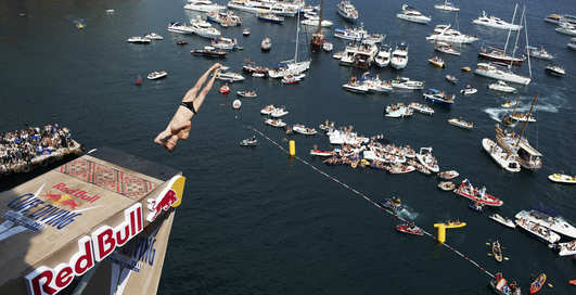 Red Bull Cliff Diving: вниз с Ласточкиного Гнезда