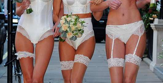 Реклама телом: Лондон раздевает невест
