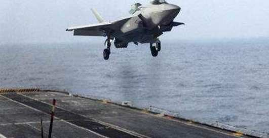 Будет сидеть! F-35 удивил посадкой