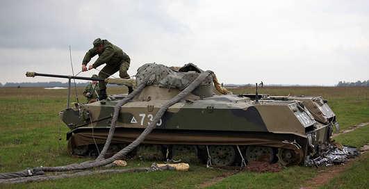 Десантники бросали с неба танки и броневики