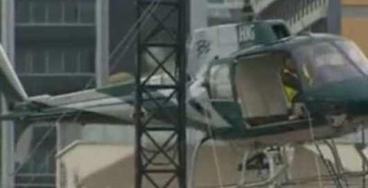 Вертолет разбился в щепки, устанавливая елку