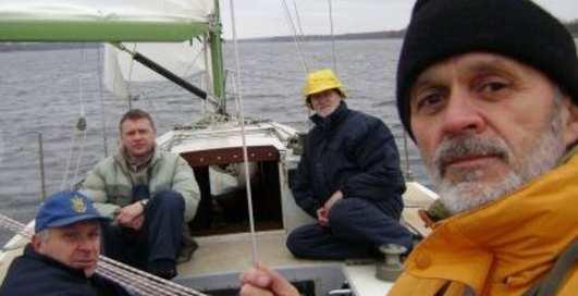 Украинцы-экстремалы обошли Землю на яхте