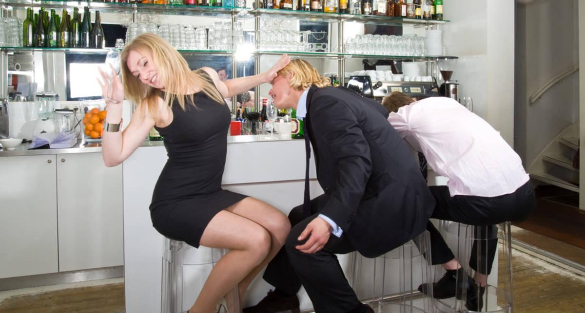 Алкоголь поможет подписать договор