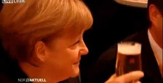 Подмоченная репутация: Ангелу Меркель облили пивом