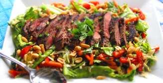 Назван идеальный салат для мускулатуры