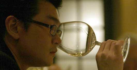 Мошенник выдал пойло за элитное вино