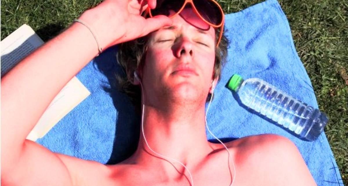 Если сгорел на солнце: 4 способа успокоить кожу
