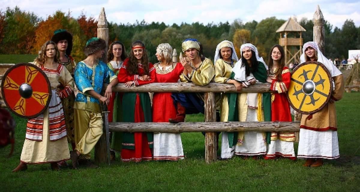 Красавицы Древней Руси идут под Киев